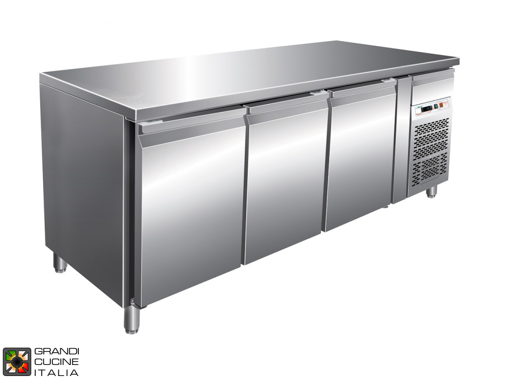 Refrigerated counter GN1/1 with ventilated refrigeration - Range -2 / +8