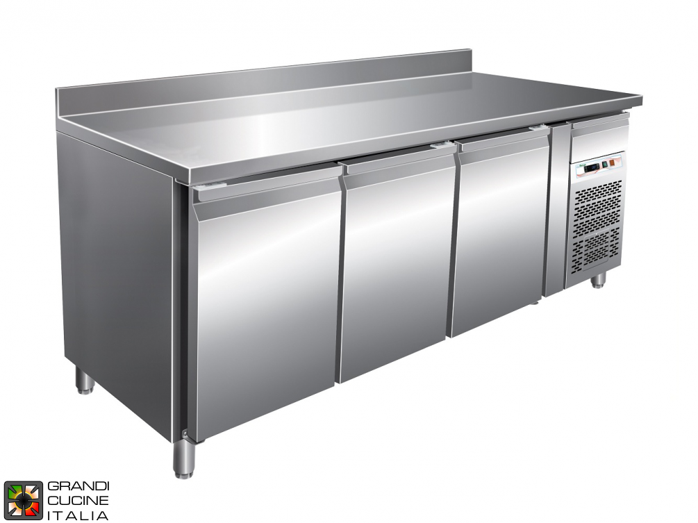 Refrigerated counter GN1/1 with ventilated refrigeration with Backsplash - Range -2 / +8