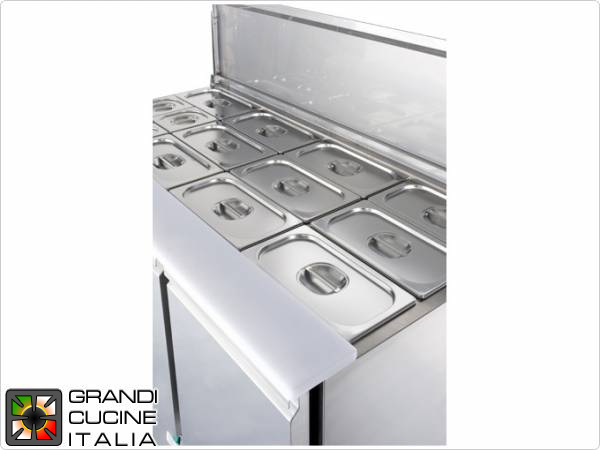 Refrigerated Saladette - GN 1/1 - Condiments Holder Capacity 16x GN 1/4 - Temperature +4°C / +10°C - Three Doors - Stainless Steel Lid - Smooth worktop - Static Refrigeration