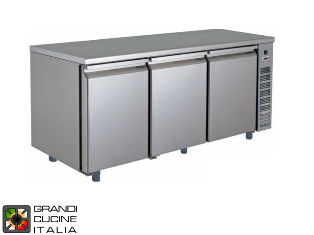 Refrigerated Counter - GN 1/1 - Temperature -2°C / +8°C - Three Doors - Engine compartment on the Right - Smooth Worktop - Ventilated Refrigeration
